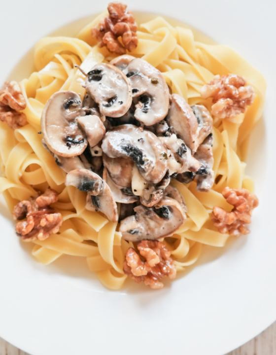 Prague inspired: Pasta mit Champignoncreme-Soße und süßen Walnüssen