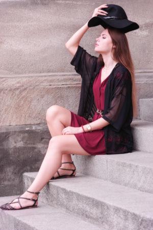 TheRubinRose-Modeblog München-Fashionblog München-Deutschland-rotes Sommer Kleid-Sommer-Rotes Minikleid-rotes Kleid-schwarze Handtasche-Patrizia Pepe-Asos-Zara Schuhe-Zara-München-Deutschland