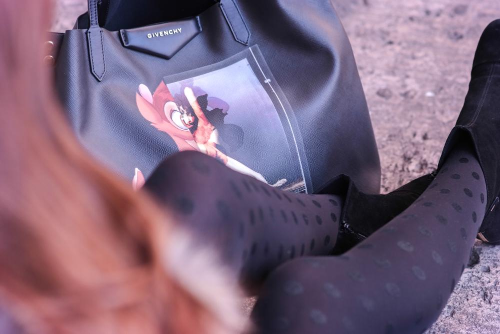 TheRubinRose-München Modeblog-Fashionblog-Odeonsplatz-Camel Mantel-braun-Kunstfell-Jacke-Winter-Givenchy-Tasche-Zara-Bambi-Punkte-Strumpfhose-schwarze-Stiefelletten-Kleid