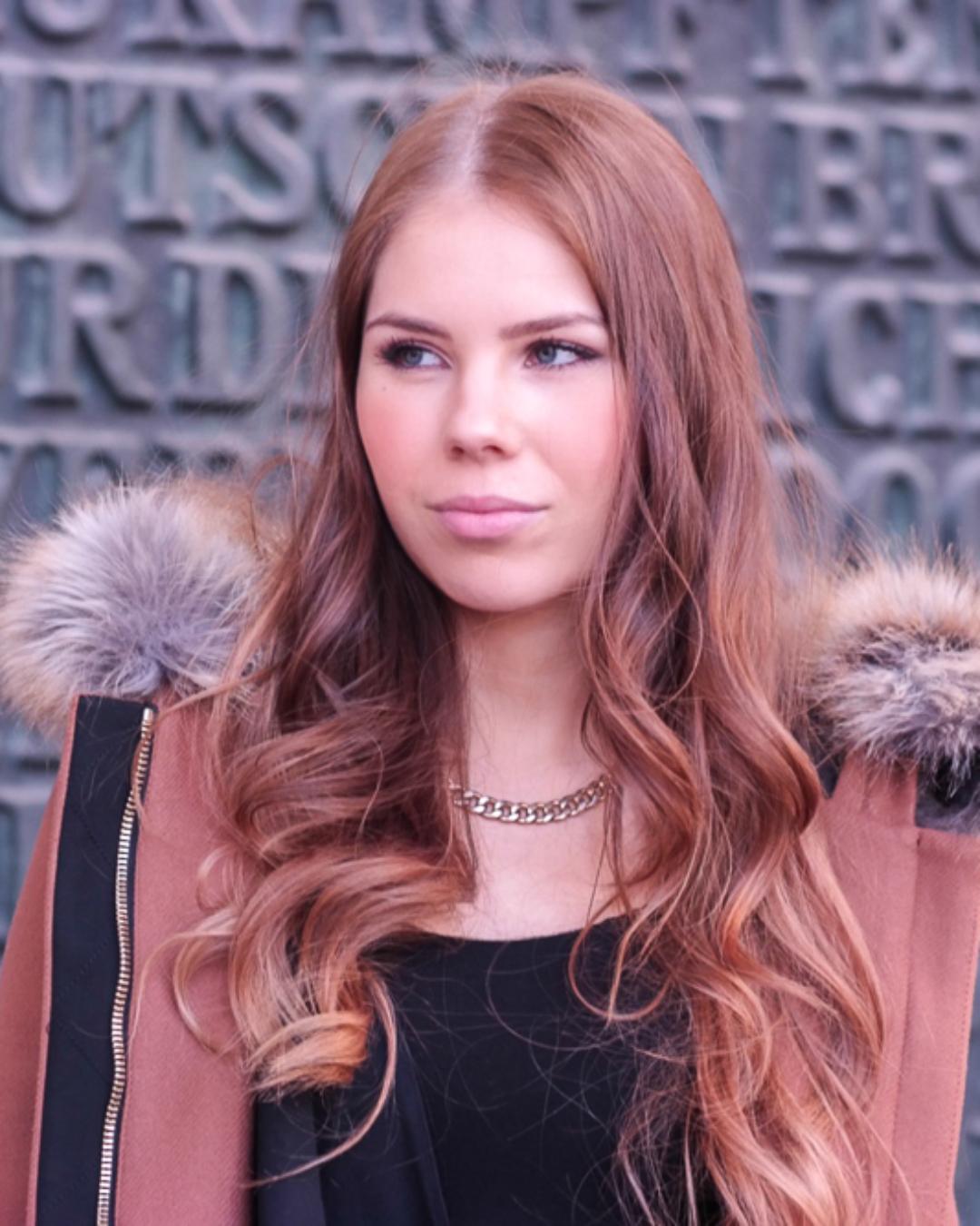 Outfit: Camel farbener Mantel – Odeonsplatz München