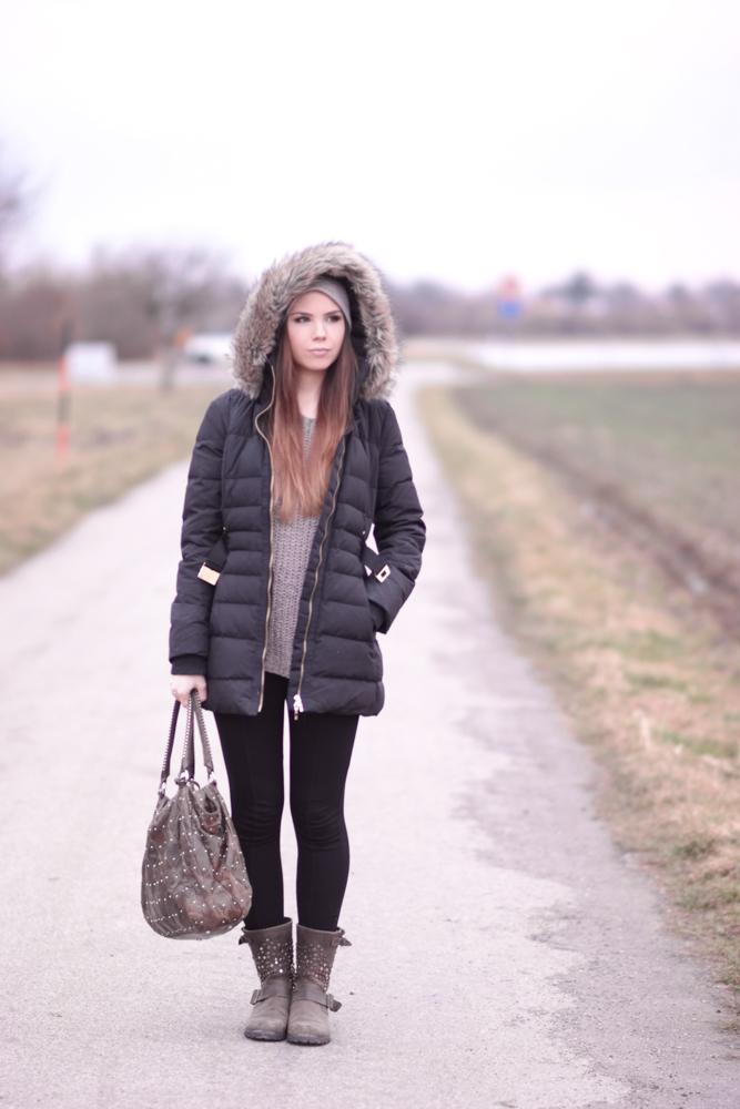Vivian vom Münchner Blog TheRubinRose zeigt euch diesmal ein gemütliches  Outfit für den Alltag. Sie trägt einen taupefarbenen oversized Pullover von  ... 856a9cebe1