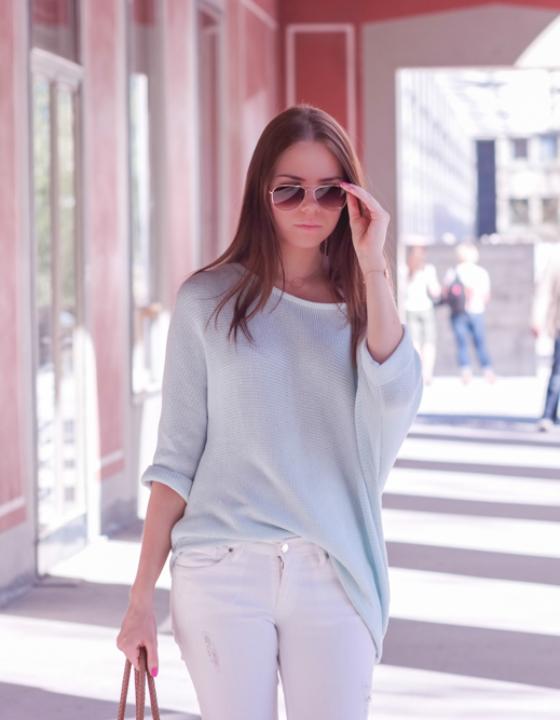 Outfit: Mintfarbener H&M Sweater und pinke Tasche