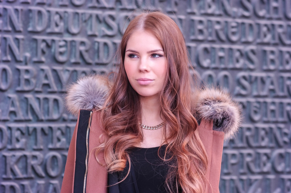 TheRubinRose-Blog München-Modeblog München-München Modeblog-Fashionblog-Odeonsplatz-Camel Mantel-braun-Kunstfell-Jacke-Winter-Givenchy-Tasche-Zara-Bambi-Punkte-Strumpfhose-schwarze-Stiefelletten-Kleid
