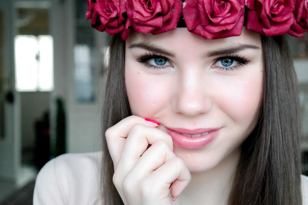 therubinrose-Blog München-Modeblog München-blog-münchen-beauty-diy-Rosenkranz-Blumenkranz-Rosenkrone-Rosen-rote Rosen-selber machen-einfach-selbst machen-selbst basteln-basteln-kleben-Rosenköpfe-Blüten-Portrait-Blogname-rote Rosen