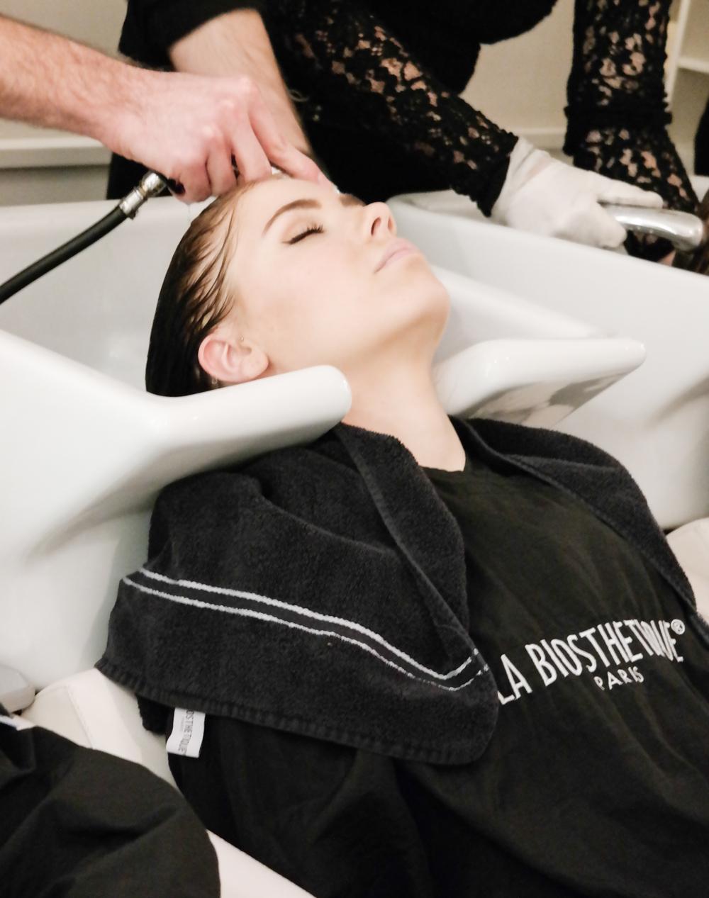 TheRubinRose- Friseursalon Cyrill Zen -Balayage-Modeblog München-Fashionblog München-Modeblogger-Fashionblogger-Deutschland-Friseur-Friseursalon-Friseur München-Frisör München-Friseursalon München-Friseursalon Deutschland-Hairstylist München-Hairstylist-München-Deutschland-Haare-Locken-Ombre-Balayage-blond-Frisur-Schnitt