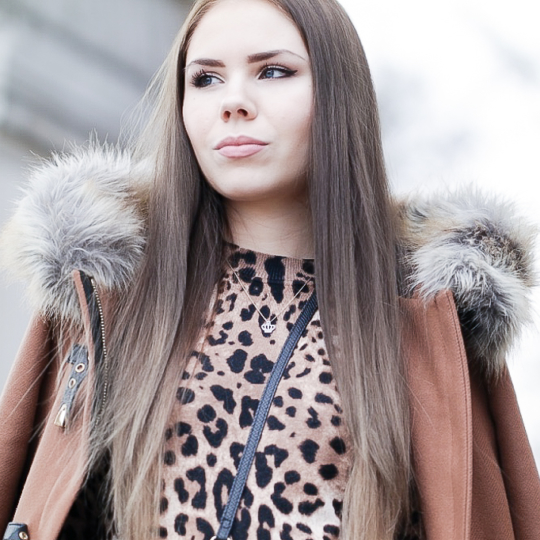 Zara Mantel & Leo Print