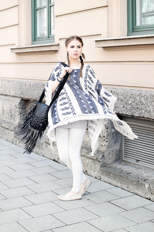 TheRubinRose-Fashionblog-Fashion Blog-Fashion Blog München-Fashionblogger-München-Modeblog-Mode Blog-Modeblogger-Berlin-Hamburg-Blog-Blogger-Cecil-Boho Poncho-Hippie-Azteken-Cecil Poncho-Cecil Online Shop-Ash-Ash Tasche-Frankentasche-Federohringe-Buffalo-Bufallo Ballerina-Ballerina-Wildleder Loggins-H&M-Schmuckrausch-ThePeachBox