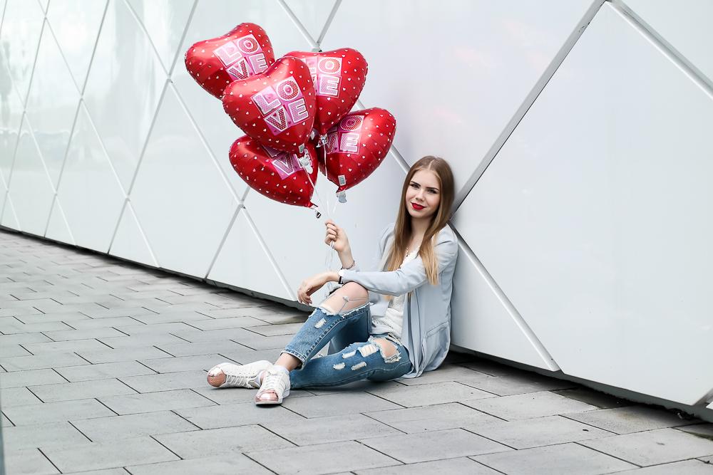 TheRubinRose-The Rubin Rose-Instagram Follower-Insta-Instagram-Social Media-App-Iphone-15 Tipps-Geheimtipps-Geheimnis-Special-Trick-Follower-mehr Follower-mehr Follower bekommen-helle Bilder-weiße Bilder-aktiv sein-kommentieren-liken-Modeblog München-Fashionblog München-Blog-Luftballons-zerissene Jeans-destroyed Jeans-Adidas Superstar rosegold-Asos-Spitze-Wasserfall-wie bekomme ich mehr Instagram Follower-Fashion-Beauty-Food-Fitness-jung-alt-Frauen-Männer-Mac-roter Lippenstift-Freundschaft-bau dir ein Netzwerk auf-entsättigte Bilder-folgen-inspirieren