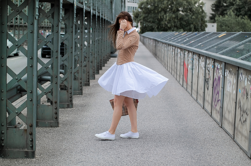 TheRubinRose-Life Update-Modeblog München-Fashionblog München-Munich-Germany-Modeblogger-Fashionblogger-Blusenkleid-European Culture-Wildlederjacke-Bomboogie-Sneaker-Superga-Tasche-Burberry-Cruciani-Schmuckrausch-Life-Update-Reise-Beruf-Uni-Studium-Motivation-Streetstyle