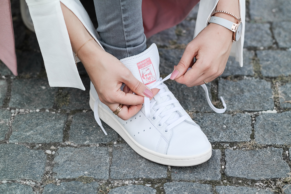 Sneaker Schnürsenkel binden