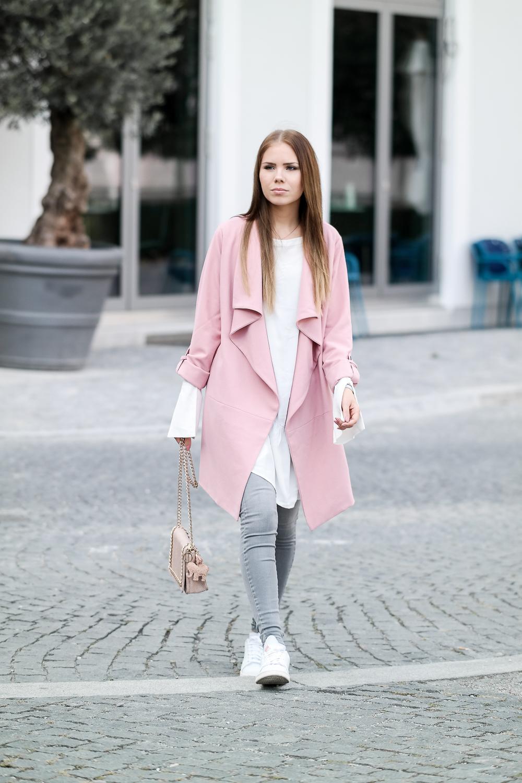 weiße Bluse graue Jeans