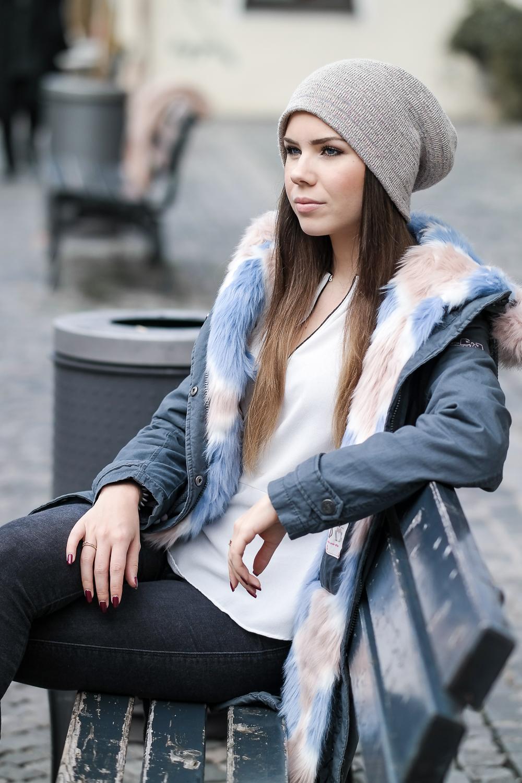 ein warmer wintermantel mit fake fur therubinrose. Black Bedroom Furniture Sets. Home Design Ideas