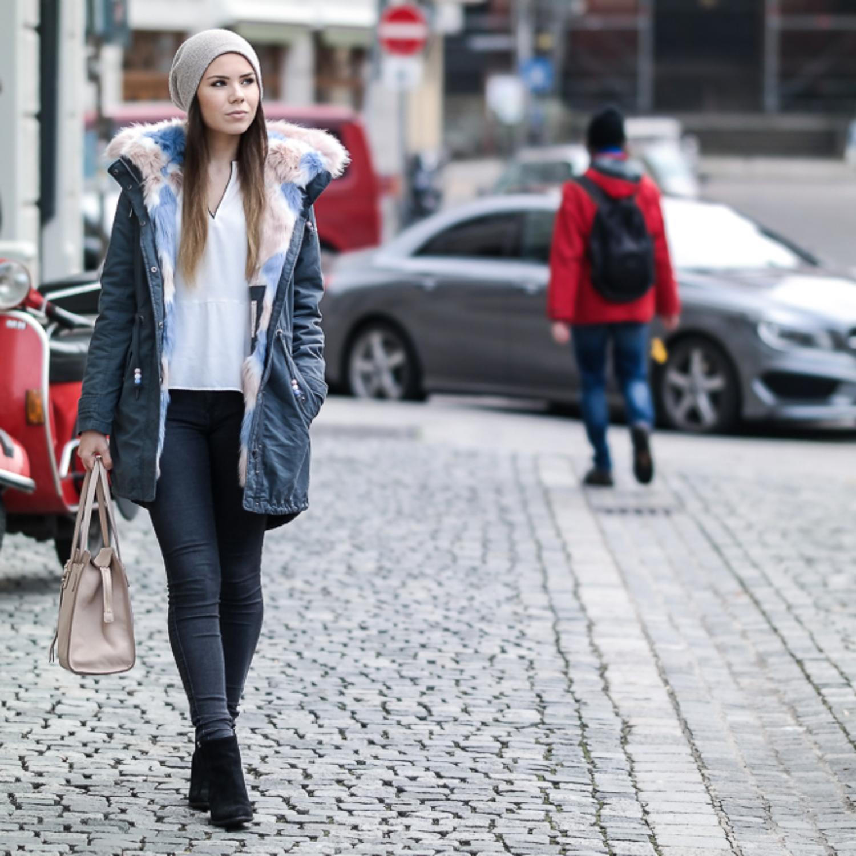 Ein warmer Wintermantel mit Fake Fur