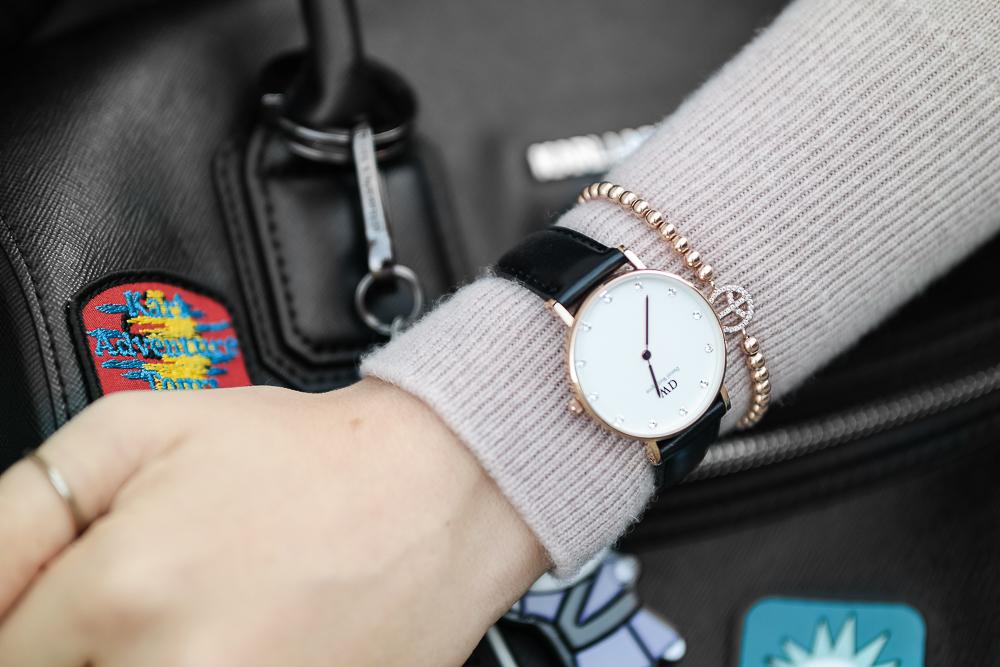Daniel-Wellington-Uhr-rosefarbenes-Armband-Karl-Lagerfeld-Tasche-Detail-Bild