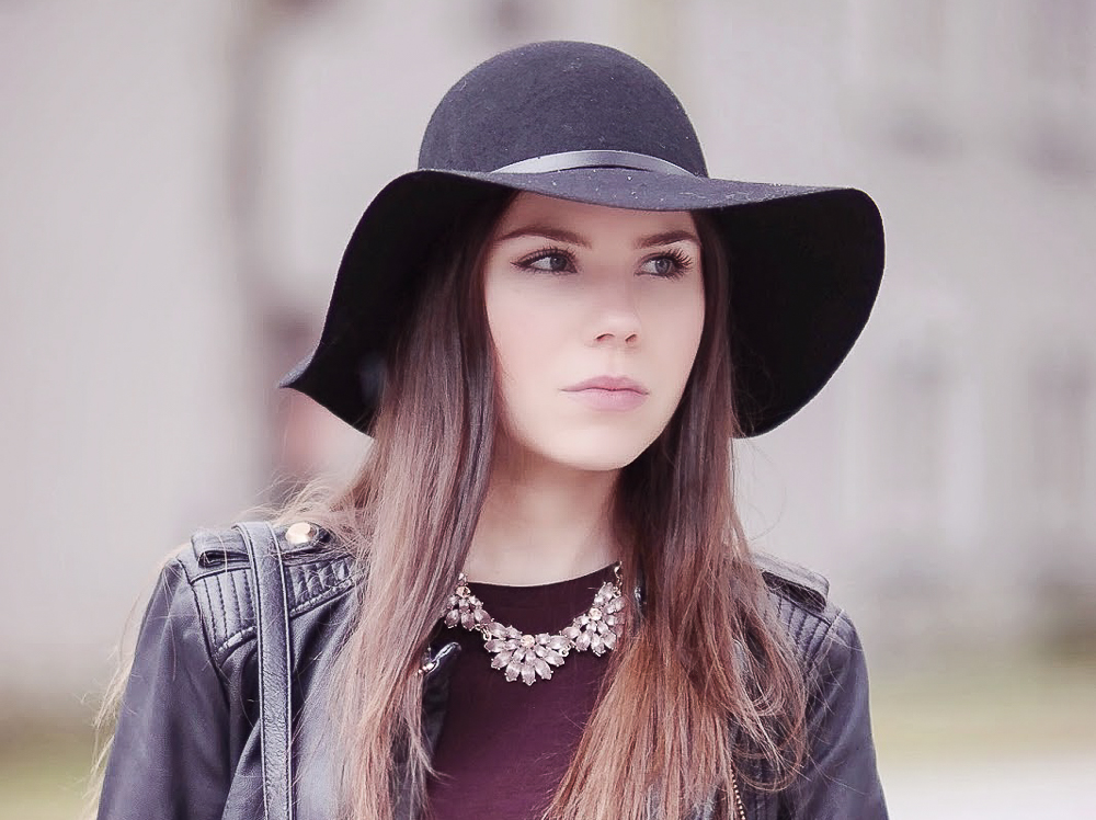 Burgundy & Leather: Fedora Hut, Zara Lederjacke
