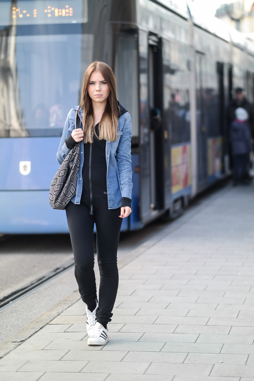 Onepiece-Jumpsuit-Slim-Schlank-Schmal-Schwarz-Alltag-Streetstyle-Outfit-Look-Style-Styleblogger-Munich