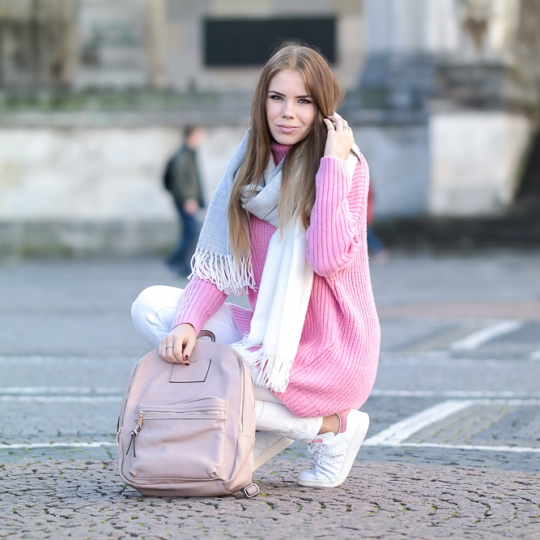 Pinker Strickpullover – Knallige Farben im Winter