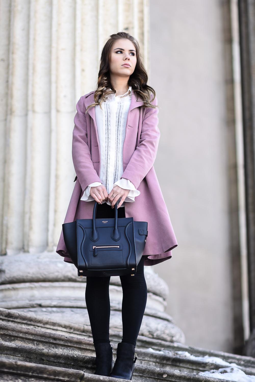 Valentinstag Look Outfit-mädchenhaft-romantisch-rosa Mantel Schösschen-Rüschen-weiße Bluse-Locken-lockige Haare-hohe Schuhe-High Heels-Designer Bag Celine-Trompetenärmel-Locken