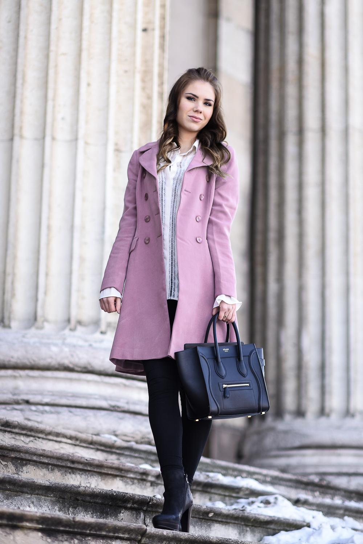 Valentinstag Look Outfit-mädchenhaft-romantisch-rosa Mantel Schösschen-Rüschen-weiße Bluse-Locken-lockige Haare-hohe Schuhe-High Heels-Modebloggerin München
