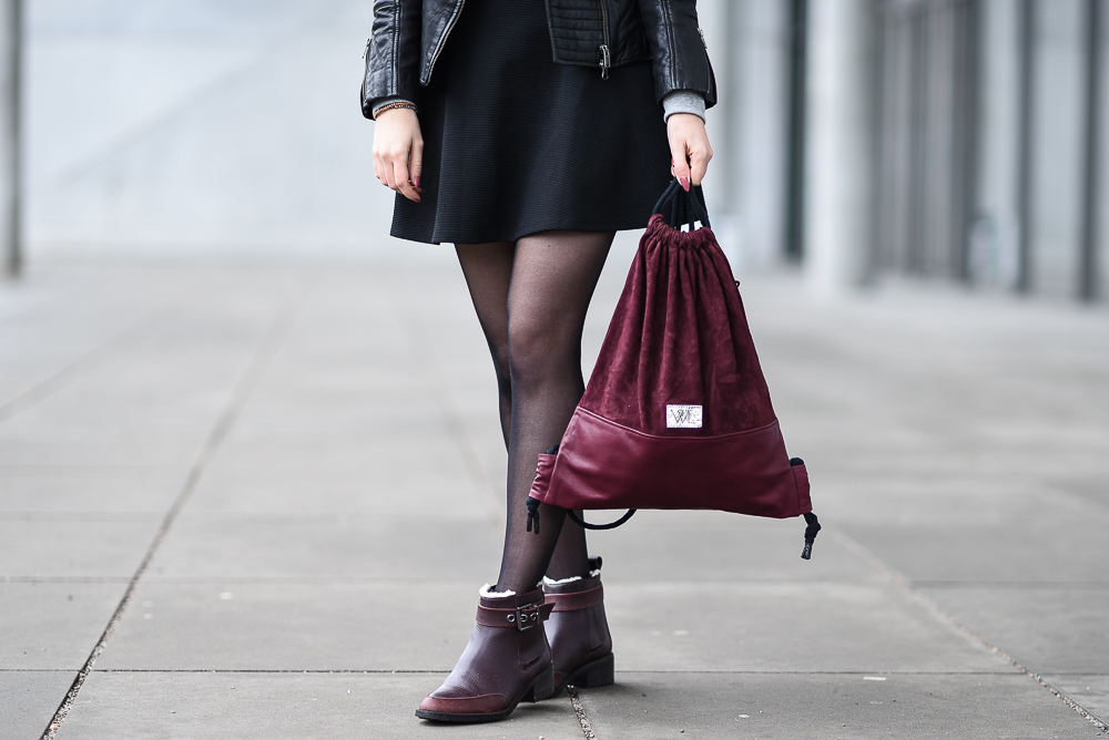 Wunschleder Giveaway-Gewinnspiel-dunkelroter Turnbeutel-Hipster-Trend-Lederturnbeutel-Streetstyle Look-Outfit