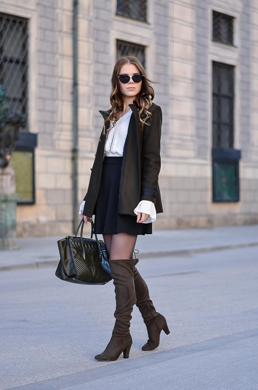 Military Jacke Zara-khaki-NUR DIE-Strumpfhose-Elegant & Sicher 20 den schwarz-weiße Bluse-Trompetenärmel-Overknees-Miu Miu Bag-Sonnenbrille Asos