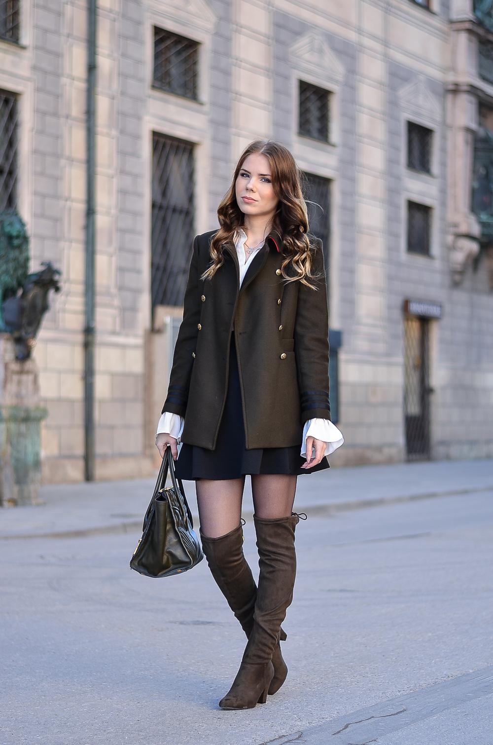 Military Jacket-goldene Knöpfe-Zara Jacke-khaki-Trompetenärmel-Rock-hohe Stiefel-Designer Bag Miu Miu-Fashion Blog