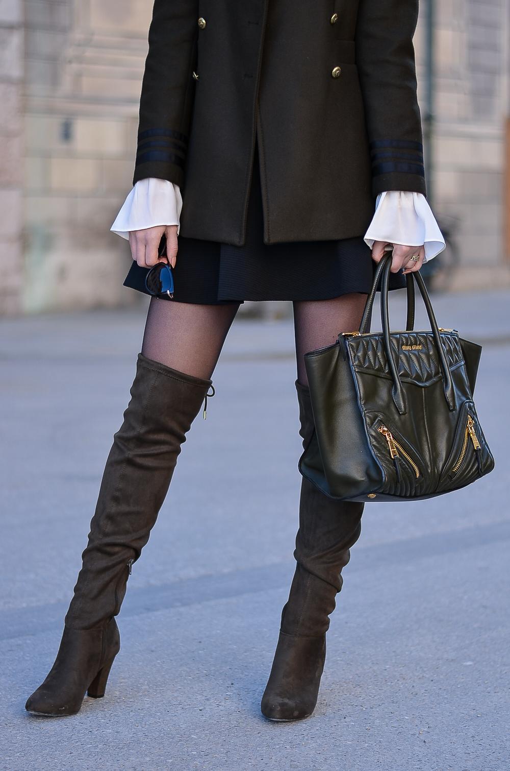 NUR DIE Strumpfhose Kampagne-1 Monat ohne Hose-Overknees-Elegant & Sicher schwarz 20 den-Rock-Military Jacket-Miu Miu Handtasche