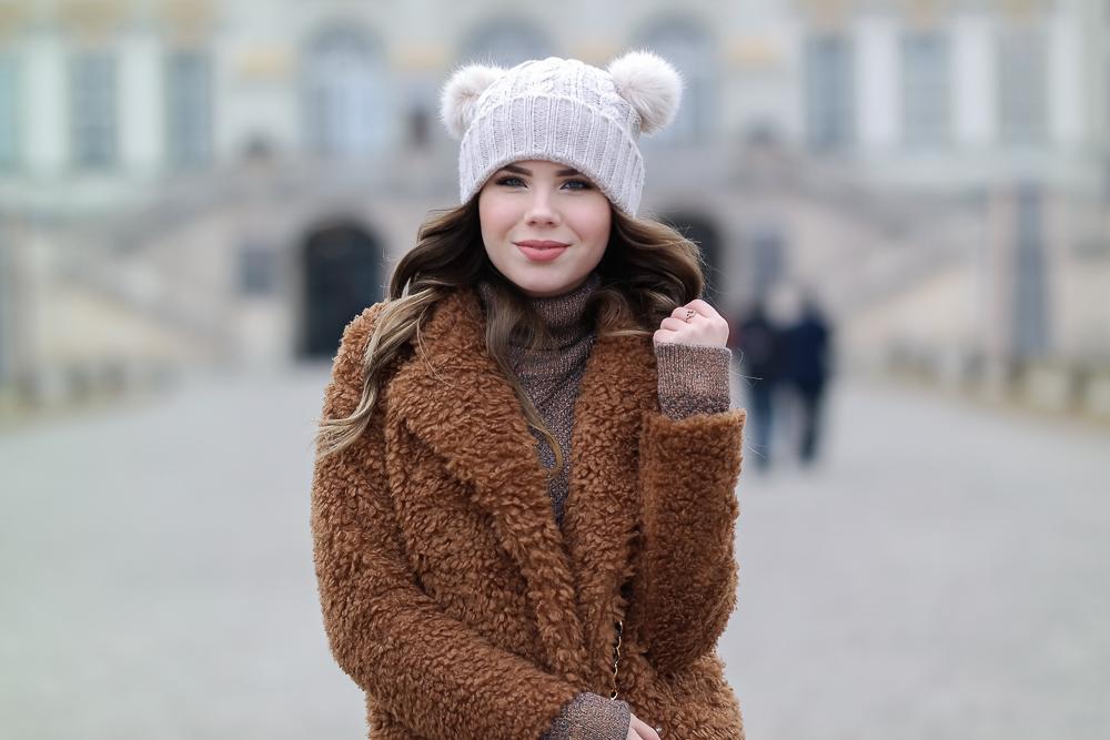 Teddy-Fleece-Jacke-Kuschel-Mantel-Bommelmütze-Look-Outfit