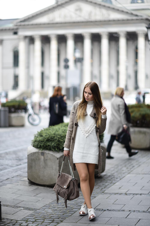 Wollkleid-Mini Kleid-Wolle-Spitze-Strickcardigan-Cashmere-Adidas Sneaker-Bogner Tasche-Fashion Blog München-Strumpfhose