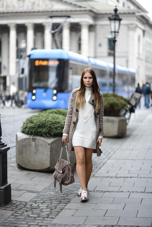 Wollkleid-Mini Kleid-Wolle-Spitze-Strickcardigan-Cashmere-Bogner Tasche-Fashion Blog München-Oper-Strumpfhose