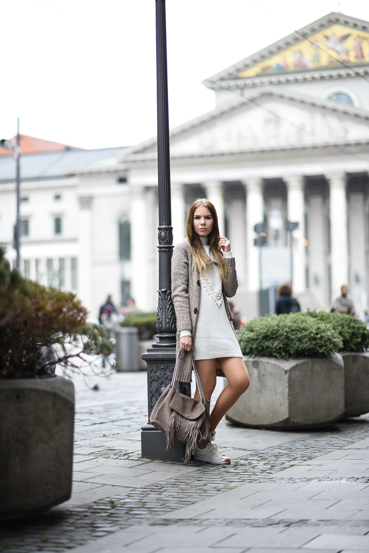 Wollkleid-Wollkleider-Frühling-Mini Kleid-Wolle-Spitze-Strickcardigan-Cashmere-Bogner Tasche-Fashion Blog München-Strumpfhose-Adidas Sneaker rosegold