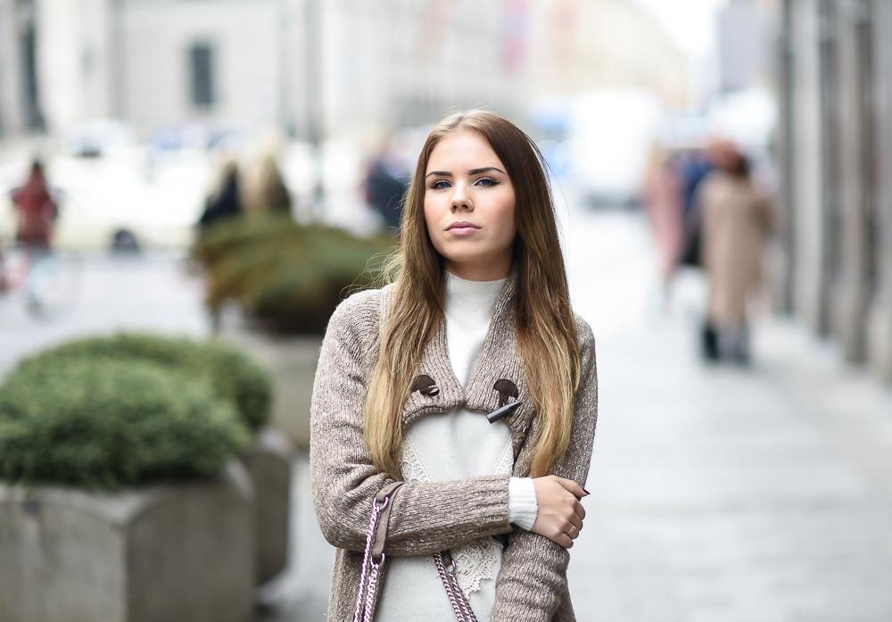 Wollkleid-Wollkleider-Mini Kleid-Wolle-Spitze-Adidas Superstar Sneaker rosegold-Strickcardigan-Cashmere-Bogner Tasche-Designer Bag-Fashion Blog München-Strumpfhose-Kleider