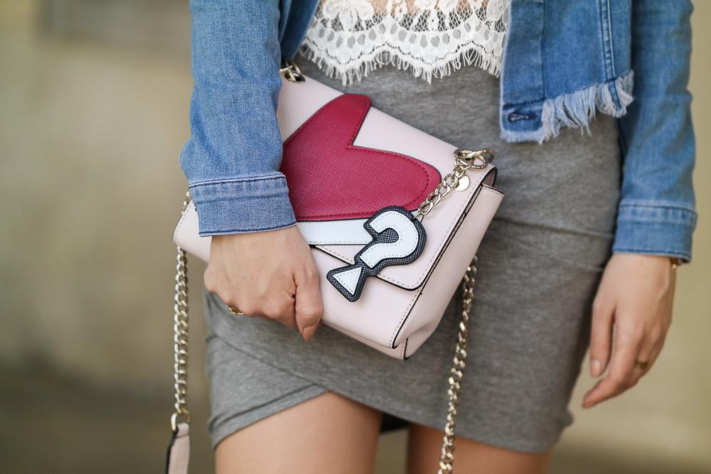 Guess-Tasche-Patches-Herz-Fragezeichen