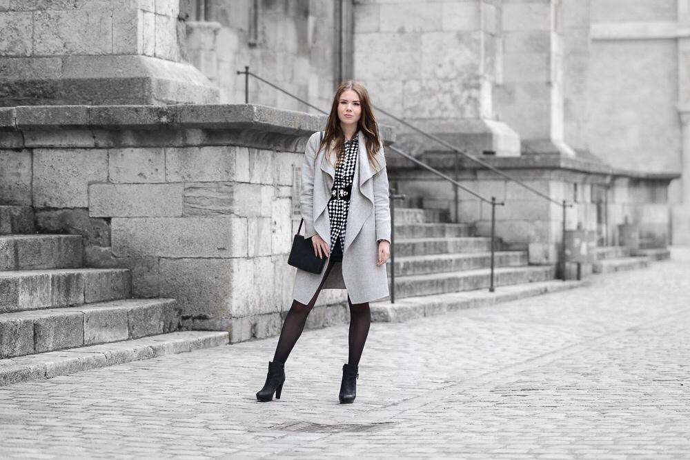 Karierter-Look-Karo-Hemd-Kleid-Missguided-Sacha-Shoes-Stiefeletten-hohe-Schuhe-Wasserfall-Mantel-Zara