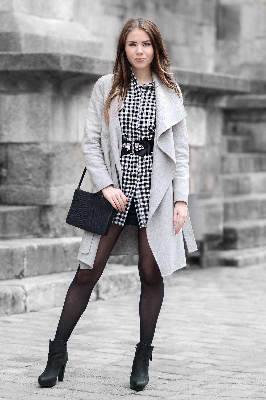 Karo-Outfit-Taillengürtel-kleine-Umhängetasche-hohe-Stiefeletten-karierten-Hemdkleid-Missguided