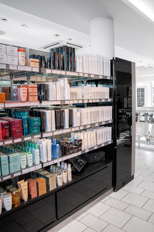 Vidal-Sassoon-Salon-München-Friseur-Friseursalon-Eingangsbereich-Produkte