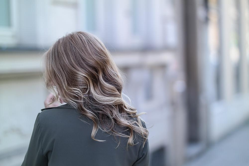 Blonde Haare Mit Locken Balayage Strähnen Therubinrose
