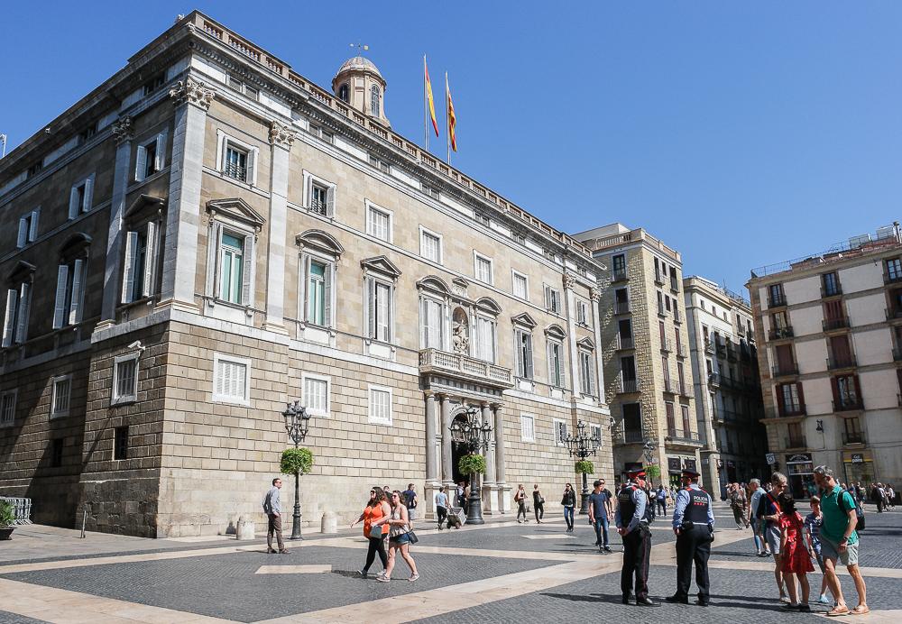 Palau-de-la-Generalitat-Landesregierung-Placa-de-Sant-Jaume
