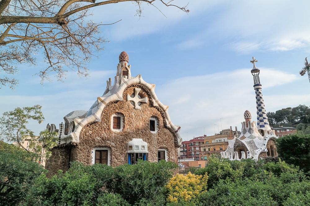 Park-Güell-Antoni-Gaudi-Künstler-Lebkuchenhäuser-Architektur-Kunst