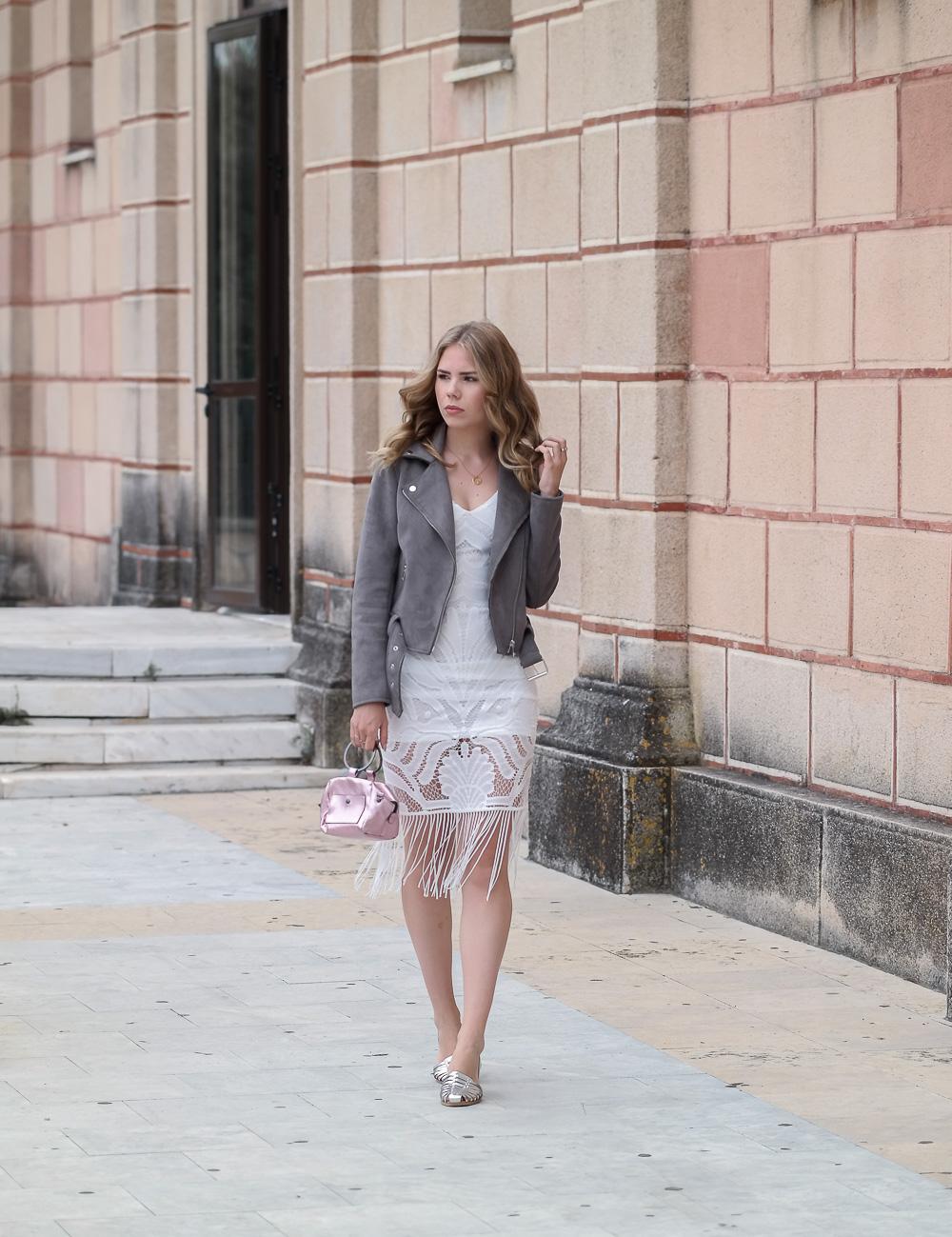 New-Look-Blogger-Fashion-Mode-Boho-Kleid-Bikerjacke-silberne-Sandaletten-Rosa-Tasche