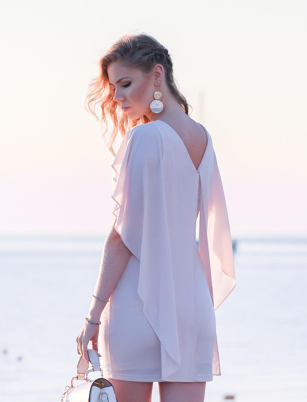 Orsay-kurzes-Abschlussball-Kleid-in-rosa-Rückenansicht