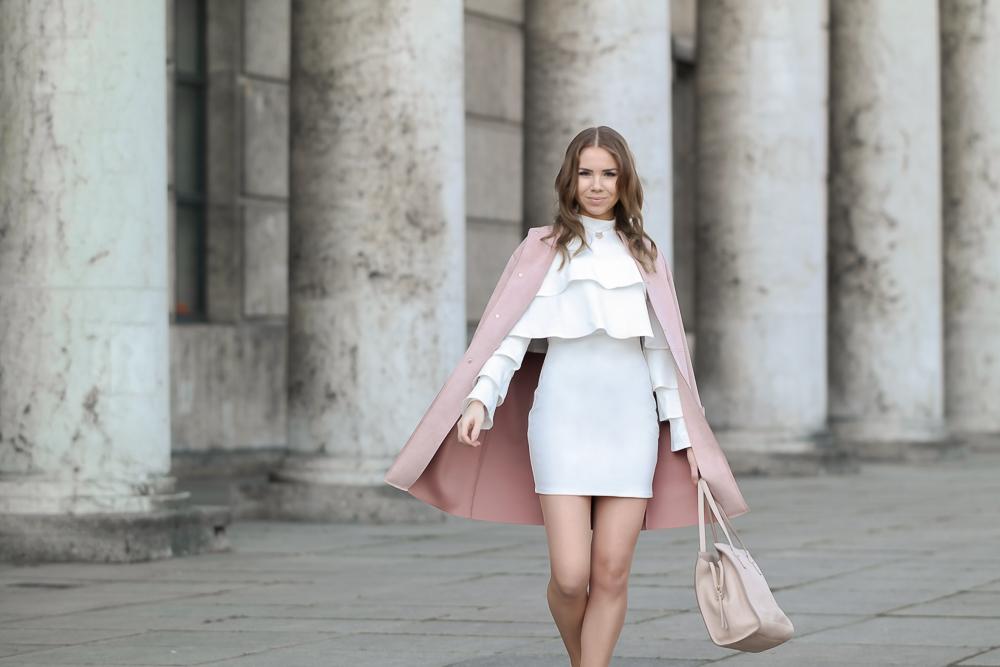 Weißes Sommerkleid Missguided-Rosa Mantel Zara-nude Tasche
