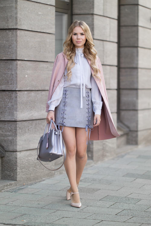 Herbst Look Grauer Schnürrock-taillierter Rock mit Schnüren seitlich-rosa Mantel-MCM silberne Tasche
