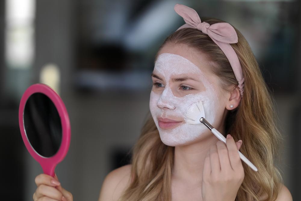 Maske-Pflege-Vorbereitung Wiesn-Schönheitsmaske-Dalton Marine Cosmetics