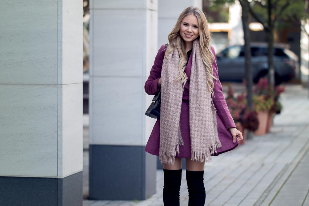 Style Blog-Designer Second Hand Shopping-Luxus-Chanel Vintage Tasche-Bordeaux Mantel ausgestellt