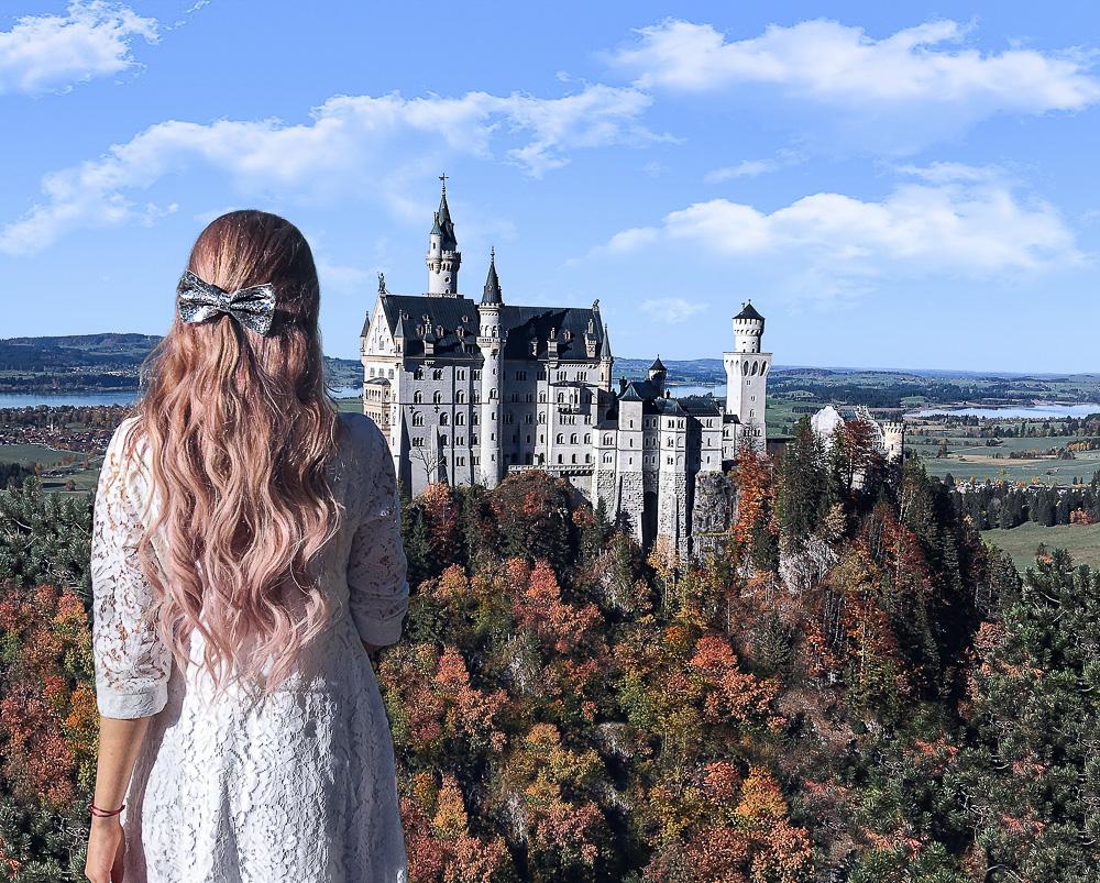 Beautybloggerin München-Rosa-Haare-färben-Haartönung-Tönung-von-Blond-auf-Rosa-färben-tönen-Rosa-Haare-mit-Schleife-Schloss-Neuschwanstein