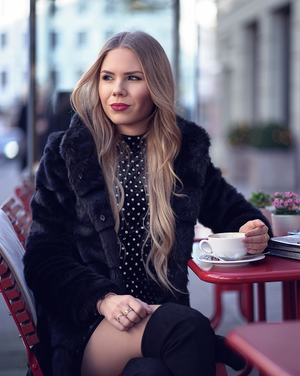 Modeblog-Overknee-Stiefel-Strumpfhose-Kleid-Fake-Fur-Mantel