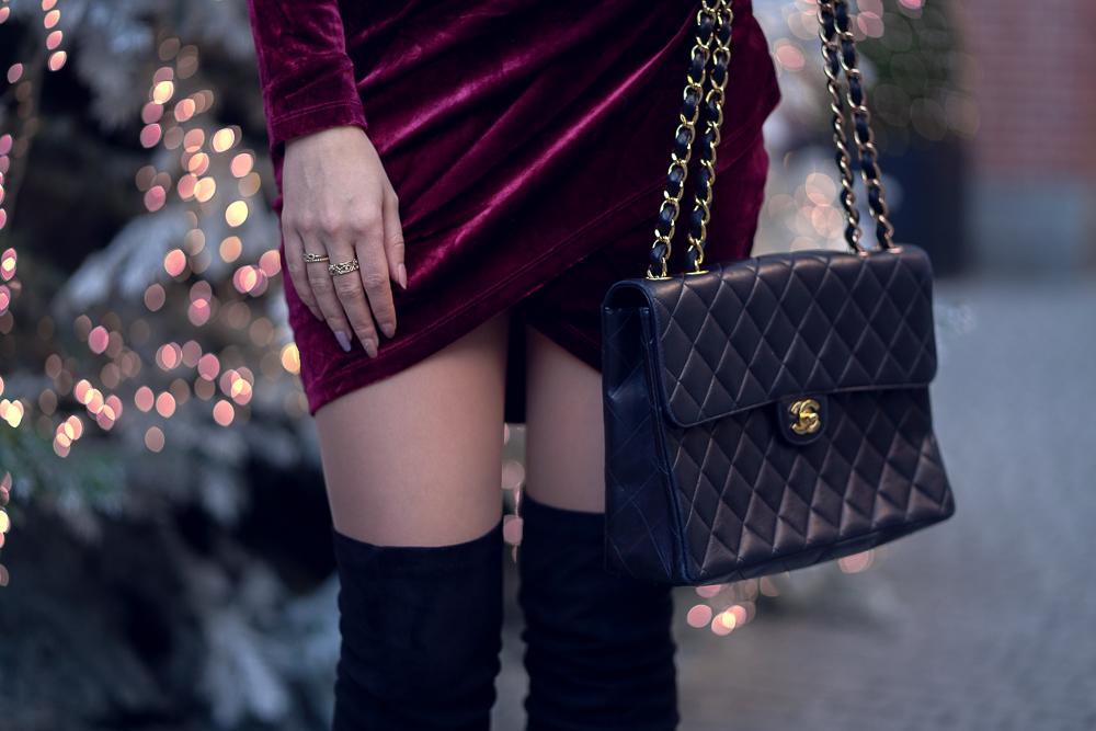 V-förmiger Schnitt Kleid-Overknees kombinieres-Chanel Double Flap Bag