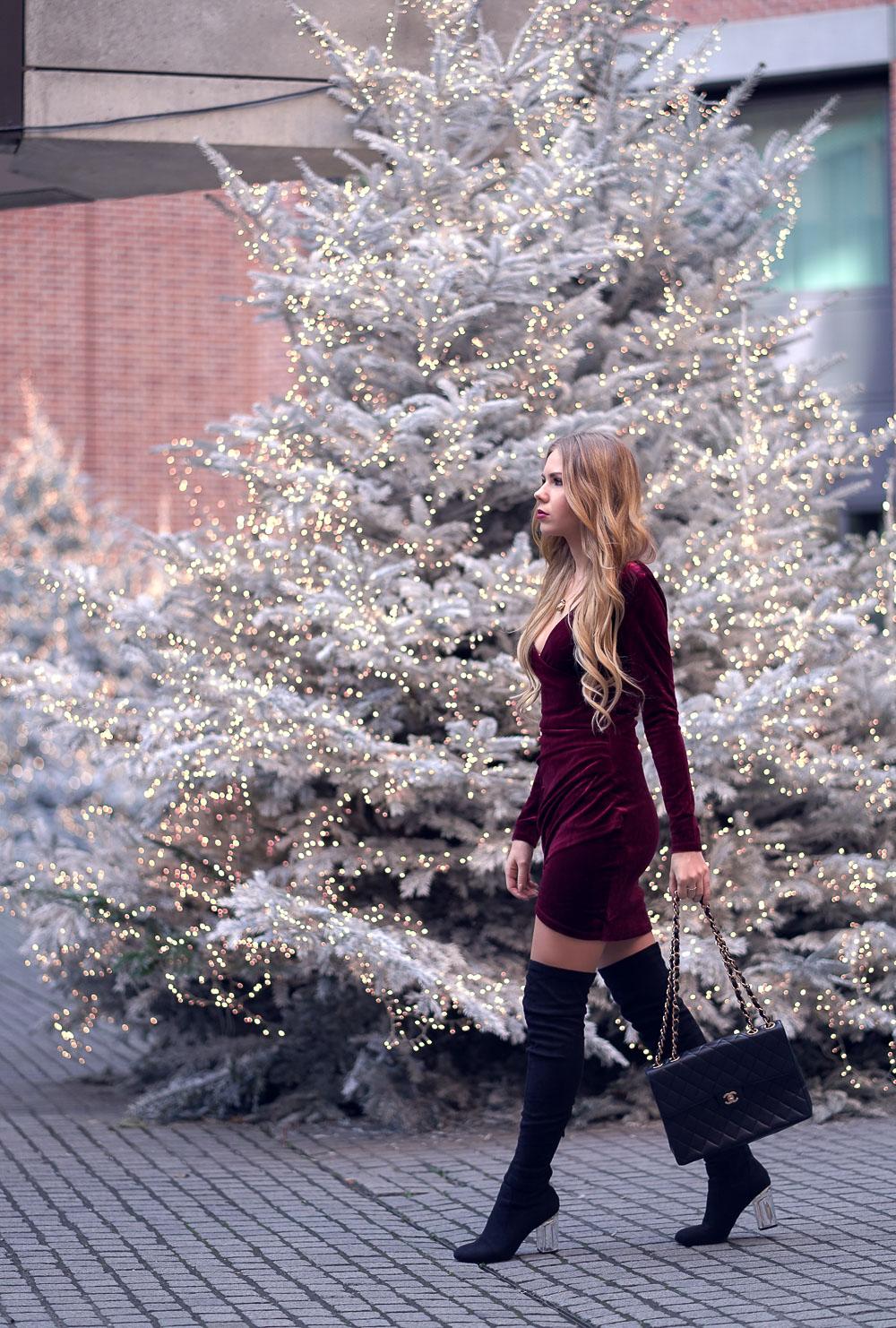 Weihnachtslook-rotes Samtkleid-Overknee Stiefel-Chanel Tasche-Weihnachten