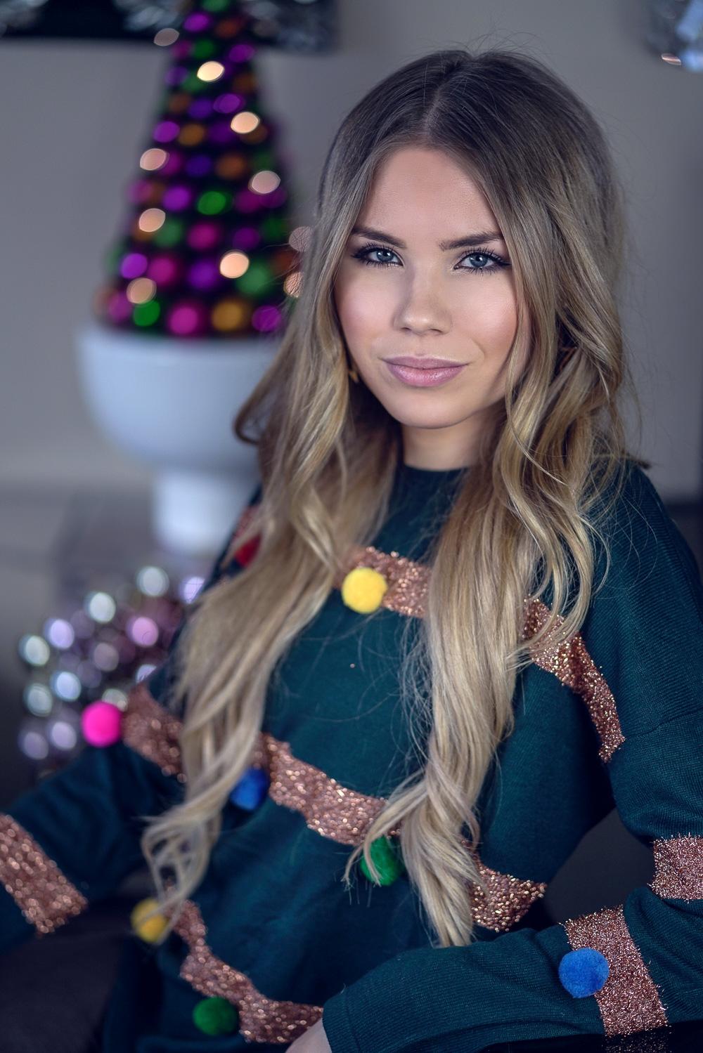 Weihnachtspulli-Portrait-Weihnachten-Ugly Christmas Sweater Trend-Pullover